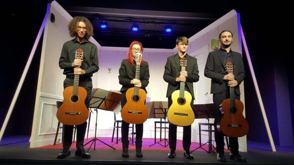 ragazzi-con-chitarra-quartetto-chitarre-guitar-quartet
