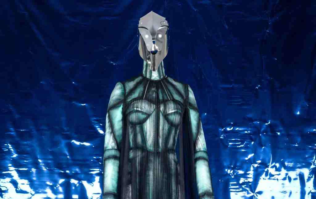 robot-vestito-maschera