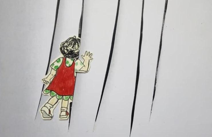 disegno-bambina-tela-tagliata
