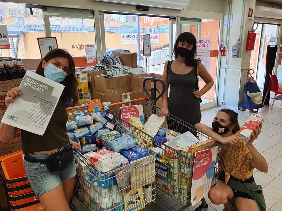 ragazze-con-spesa-carrelli-supermercato