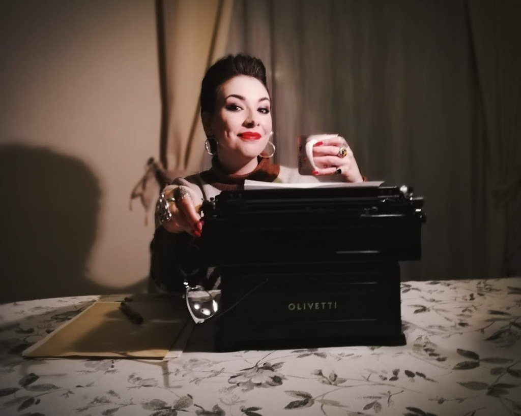ragazza-macchina-da-scrivere-tazza