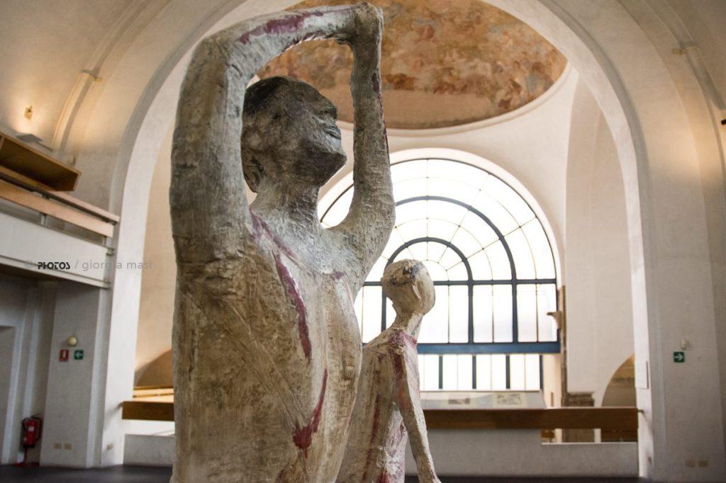 statua-scultura-finestra
