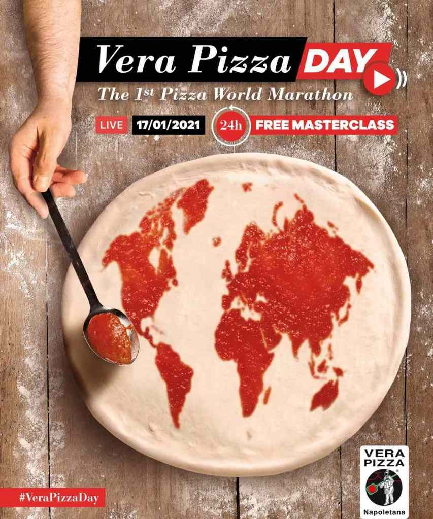 pizza-mondo-cucchiaio-sugo-mano
