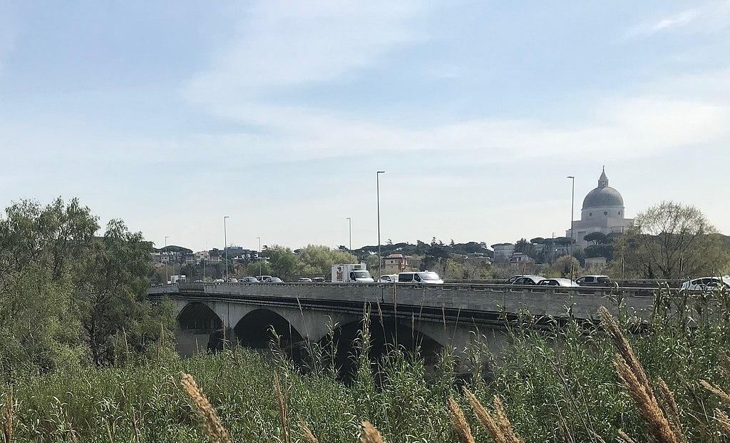 ponte-macchine-cupola-verde-piante