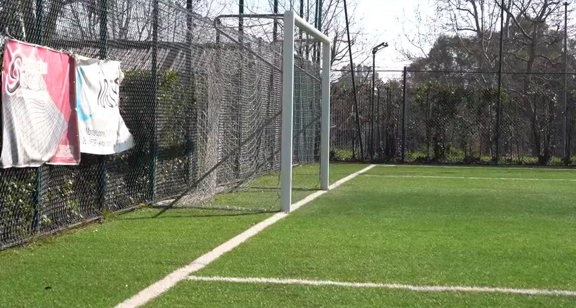 campo-calcio-porta-verde-rete-pali
