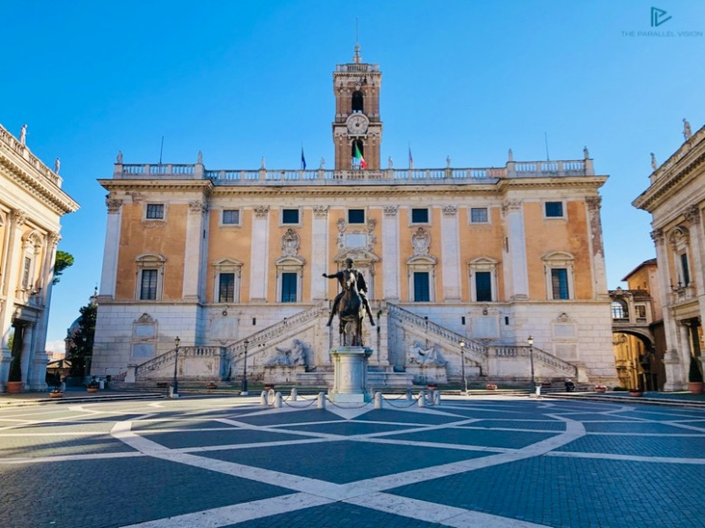 piazza-statua-edificio