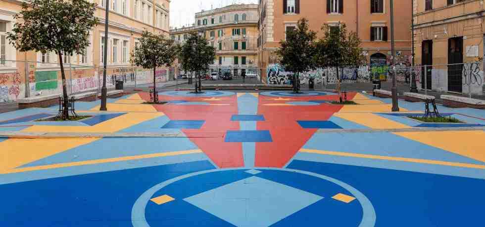 forme-colori-piazza-alberi-palazzi