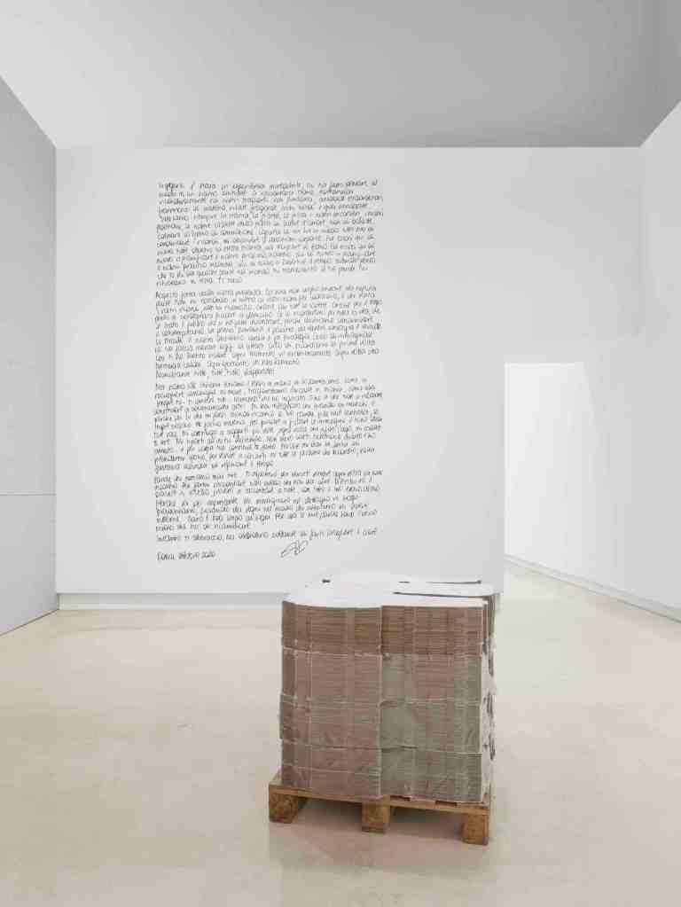 scritte-muro-cartone-porta-stanza-bianco