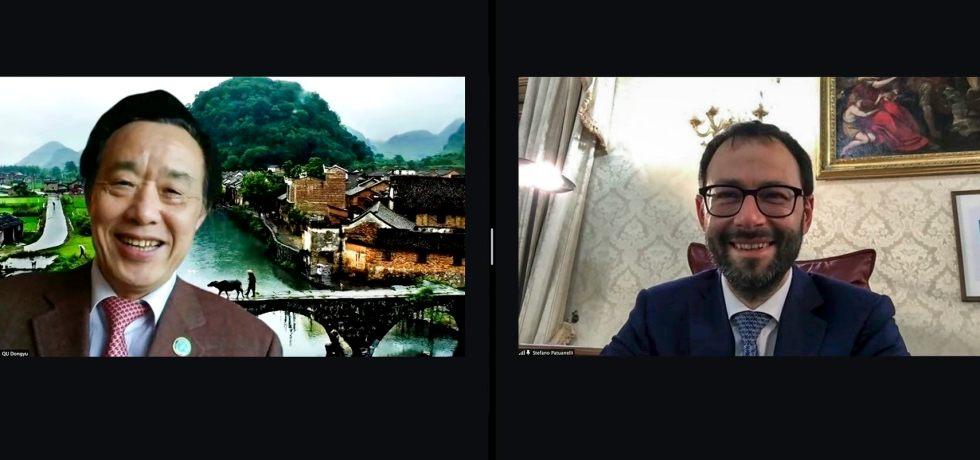 uomo-asiatico-uomo-caucasico-sorridono