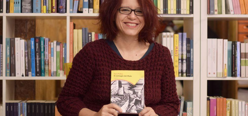 ragazza-rossa-occhiali-libro-libreria