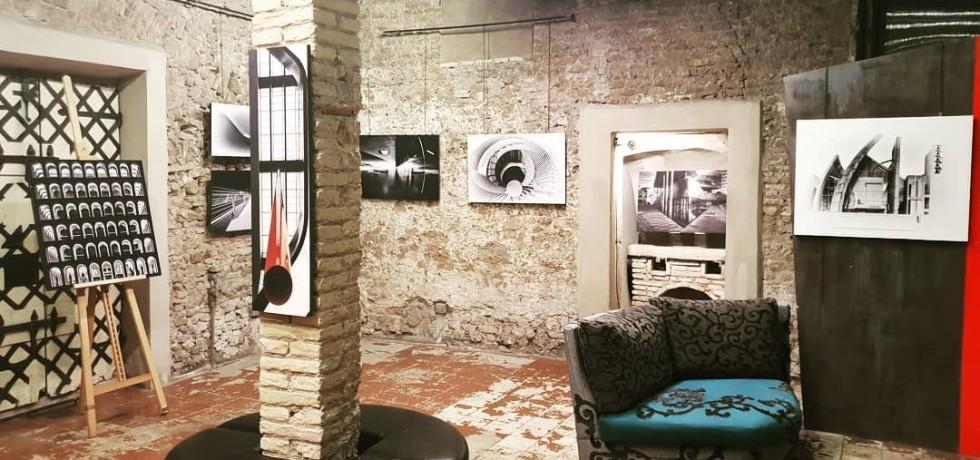 quadri-divano-colonna-muro