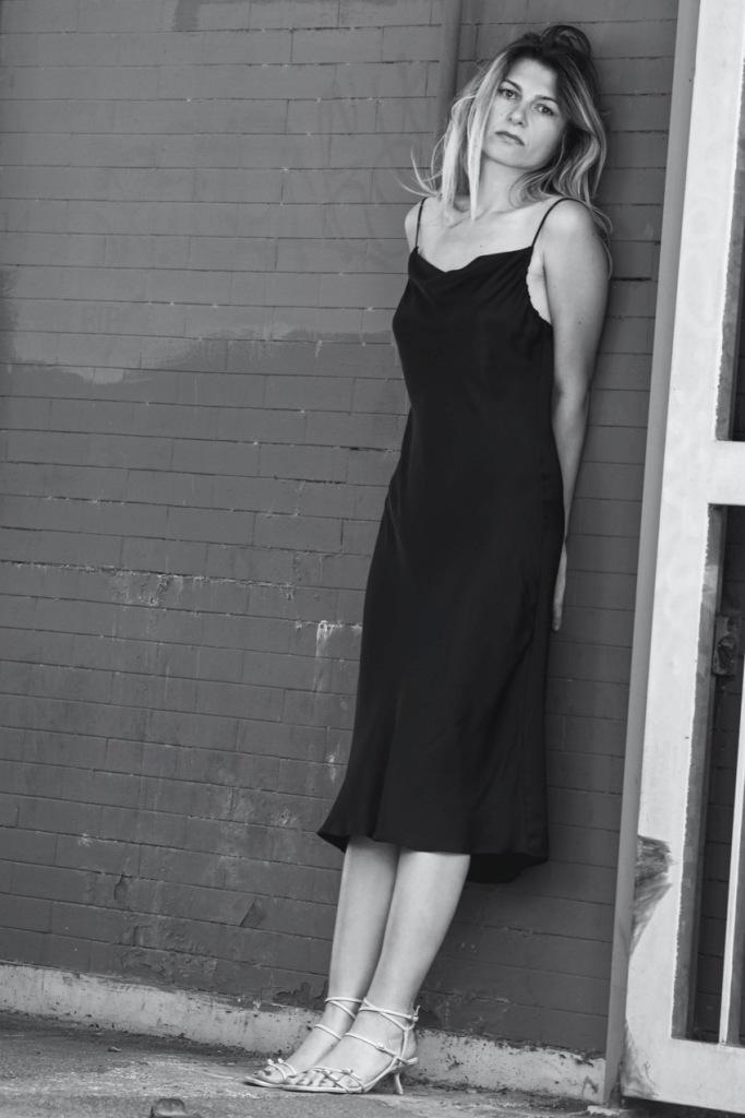 ragazza-vestito-nero