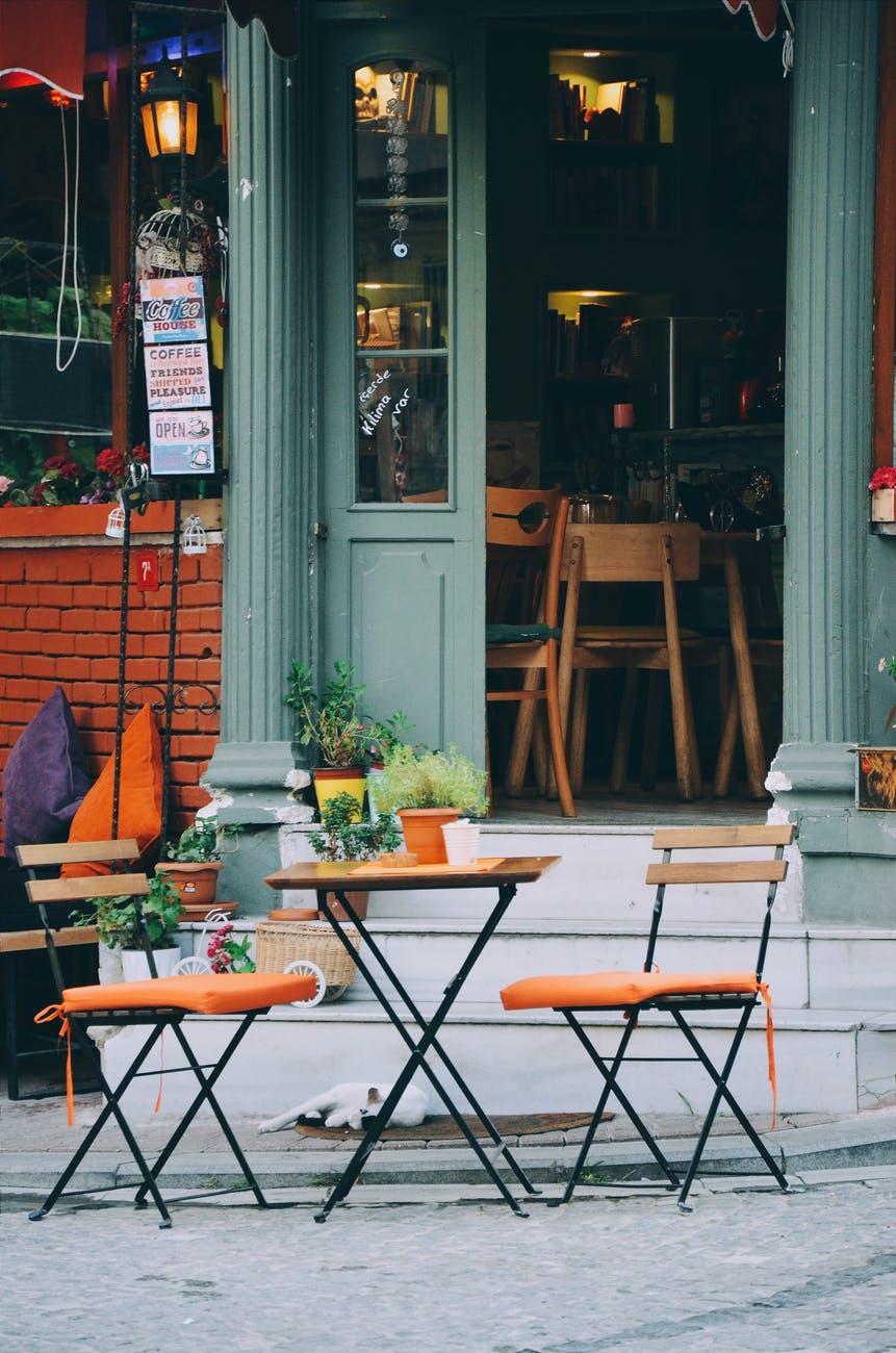 sedie-tavoli-vetrate-bar-