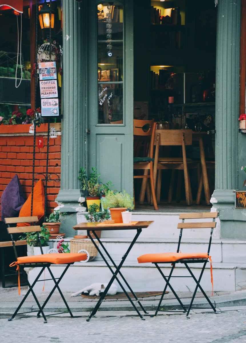 sedie-tavoli-vetrate-bar-scale