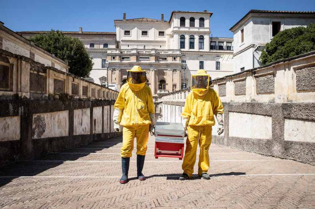 api-uomini-casco-stivali