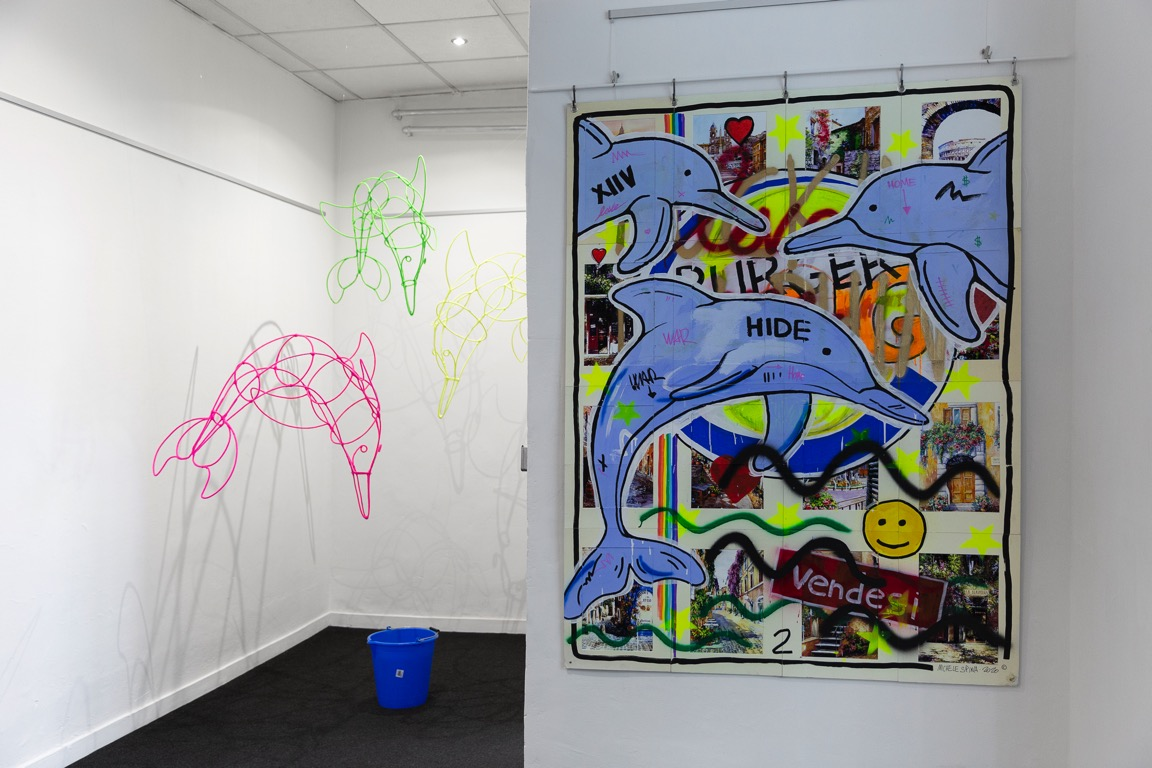 delfini-secchio-quadro-parete