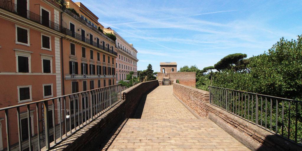 mura-aureliane-camminamenti-edifici-alberi