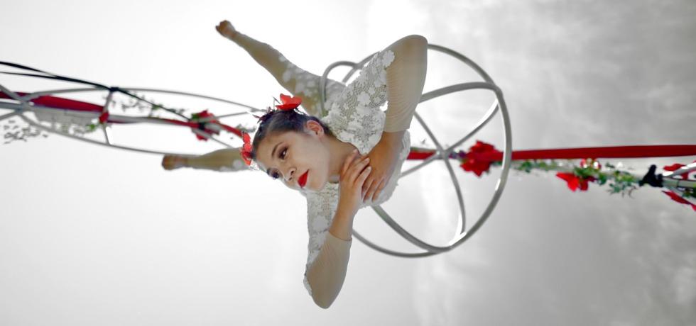 ragazza-danza-fiori-tolfarte-elementz