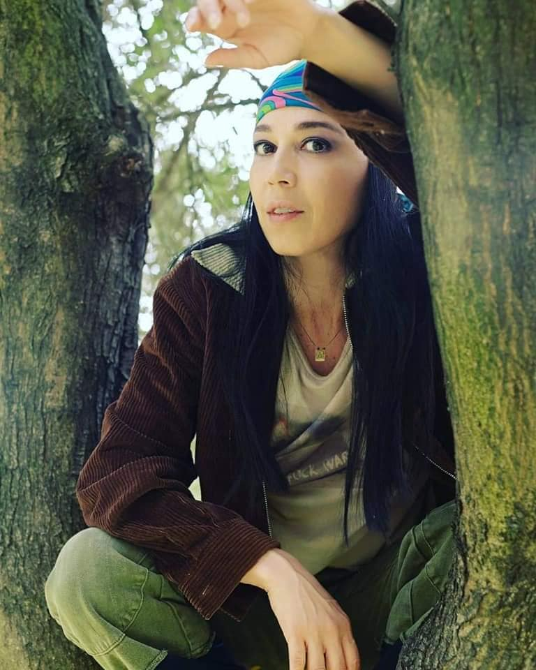 albero-ragazza-bandana