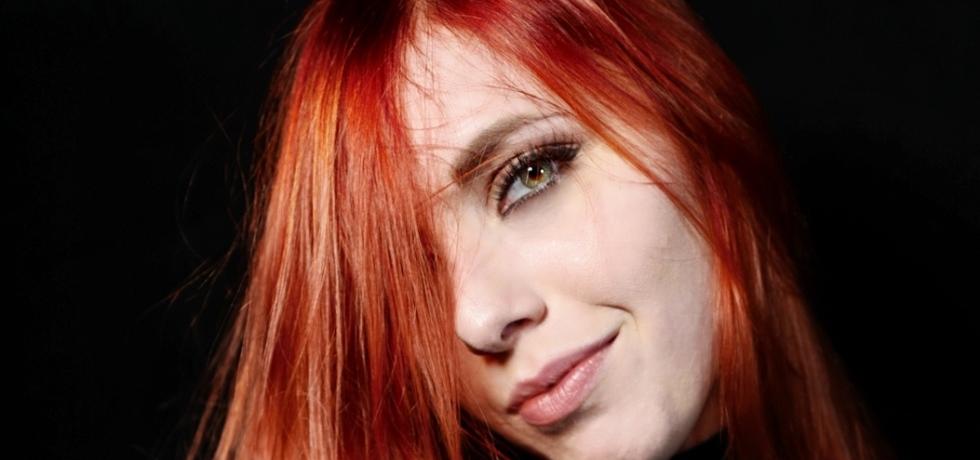ragazza-capelli-rossi-occhi-verdi
