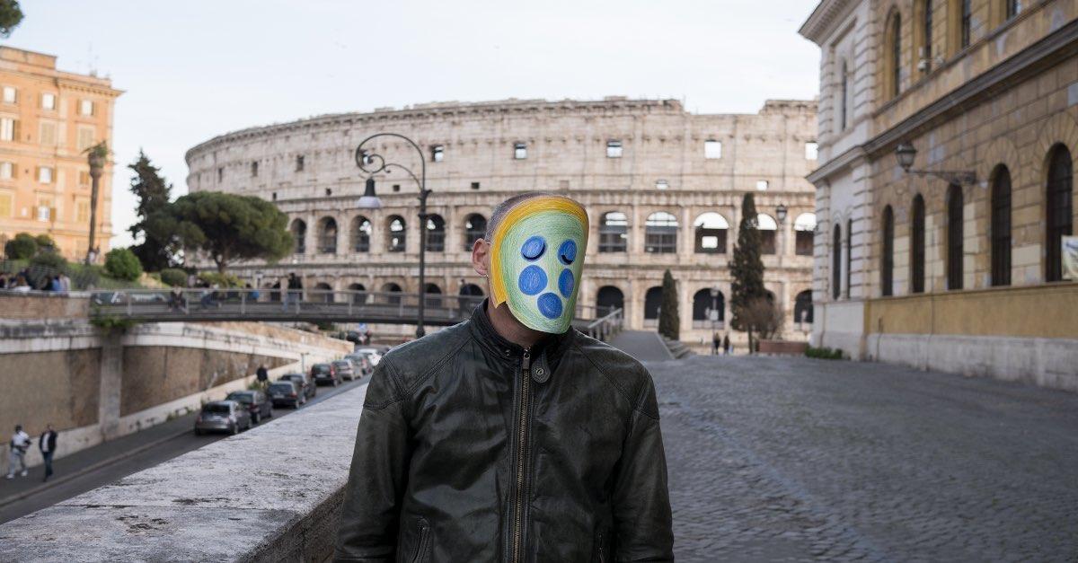 ragazzo-colosseo-maschera