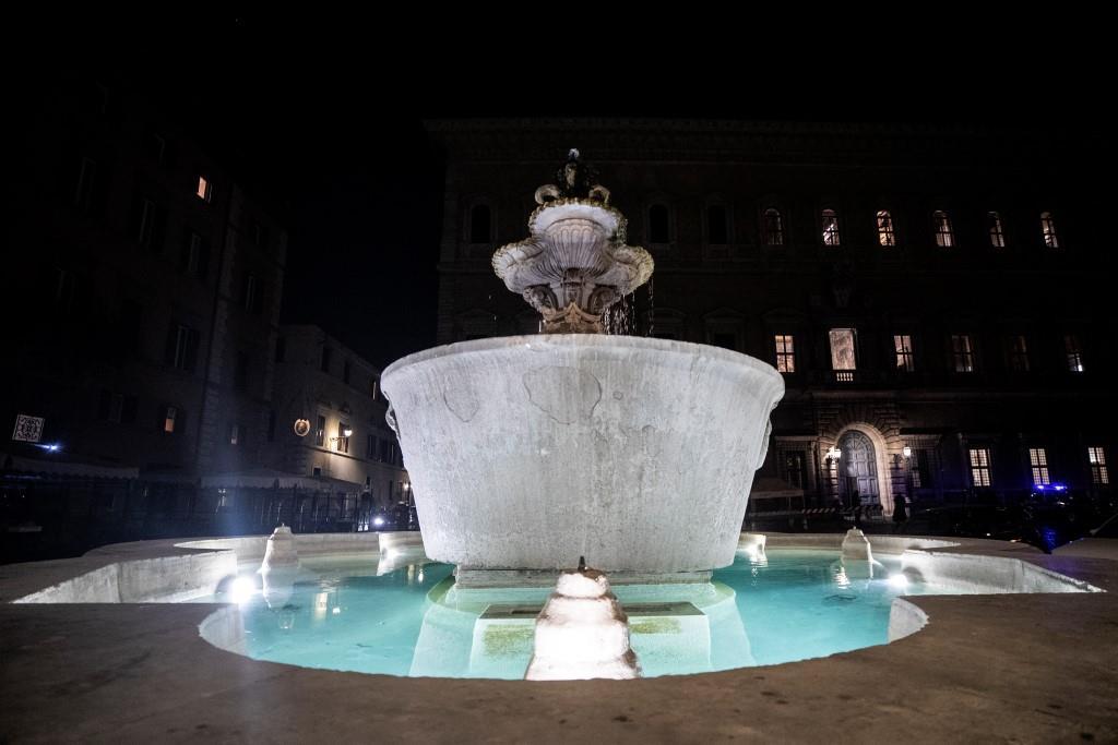 fontana-luce-acqua-piazza-farnese