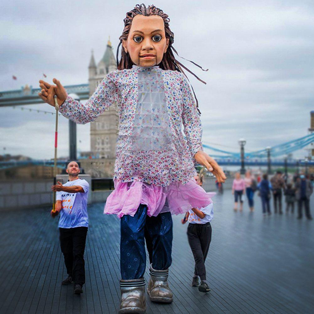 bambina-marionetta-tower-bridge-ponte