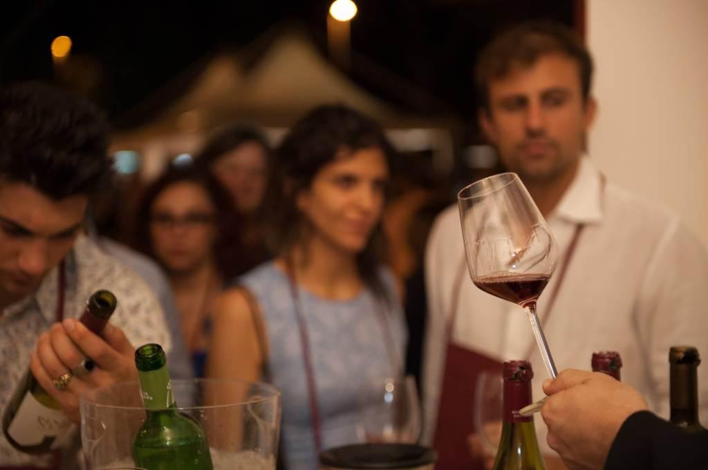 vino-calice-persone-bottiglie-wine-vinoforum