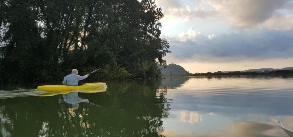 canoa-fiume-alberi-natura