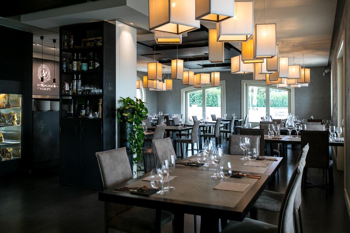 tavoli-sedie-lanterne-pranzo-ferragosto-2021