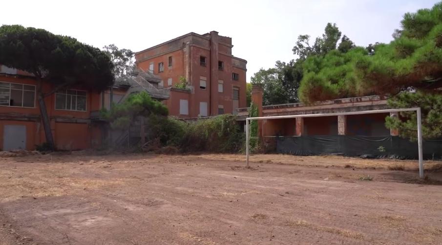 campo-da-calcio-porta-edificio-ex-gil