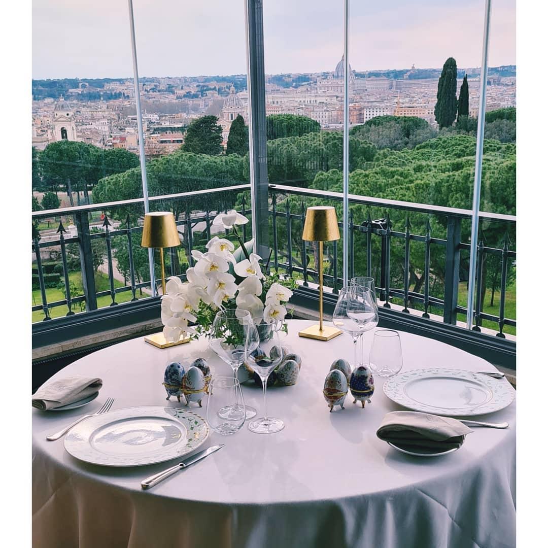 tavolo-vetrata-pranzo-ferragosto-2021