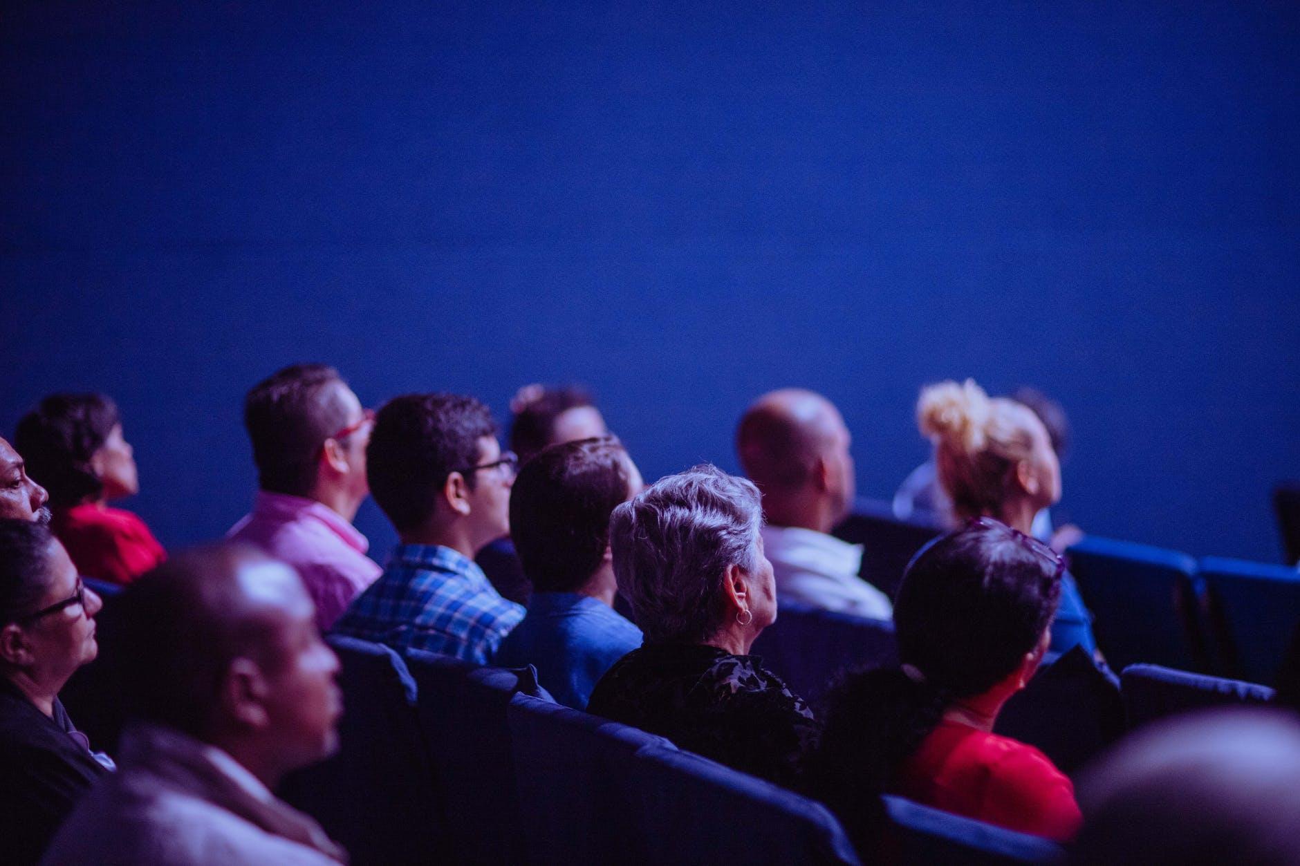 cinema-pubblico-platea-persone