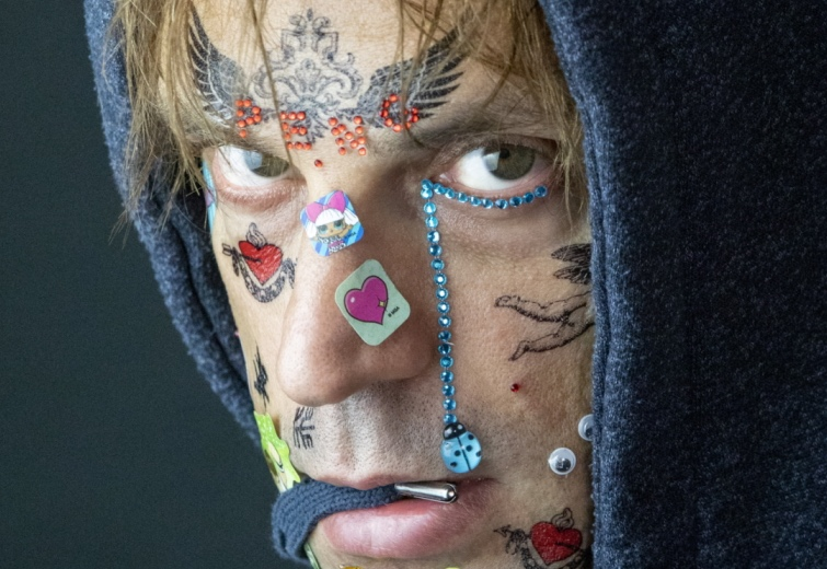ragazzo-viso-tatuaggi