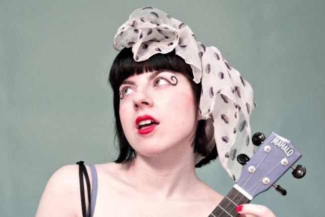 ragazza-viso-ukulele-fascia