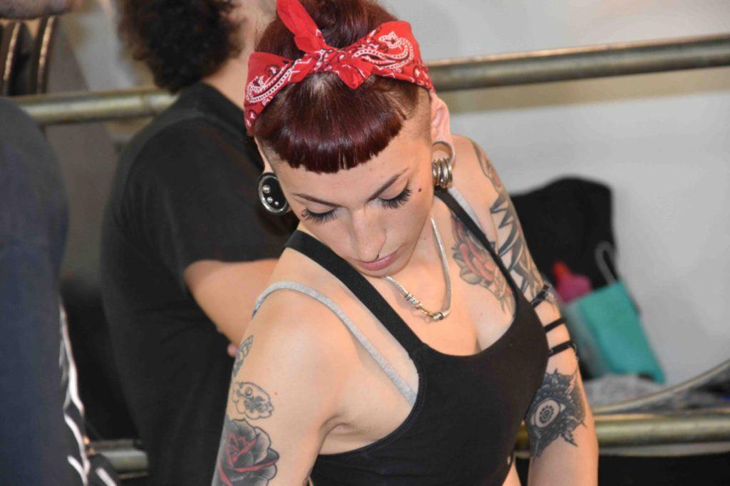 ragazza-tatuaggio-foulard