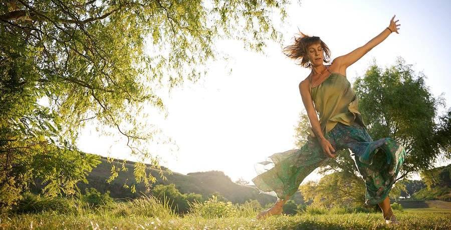 danza-alberi-ragazza-sole
